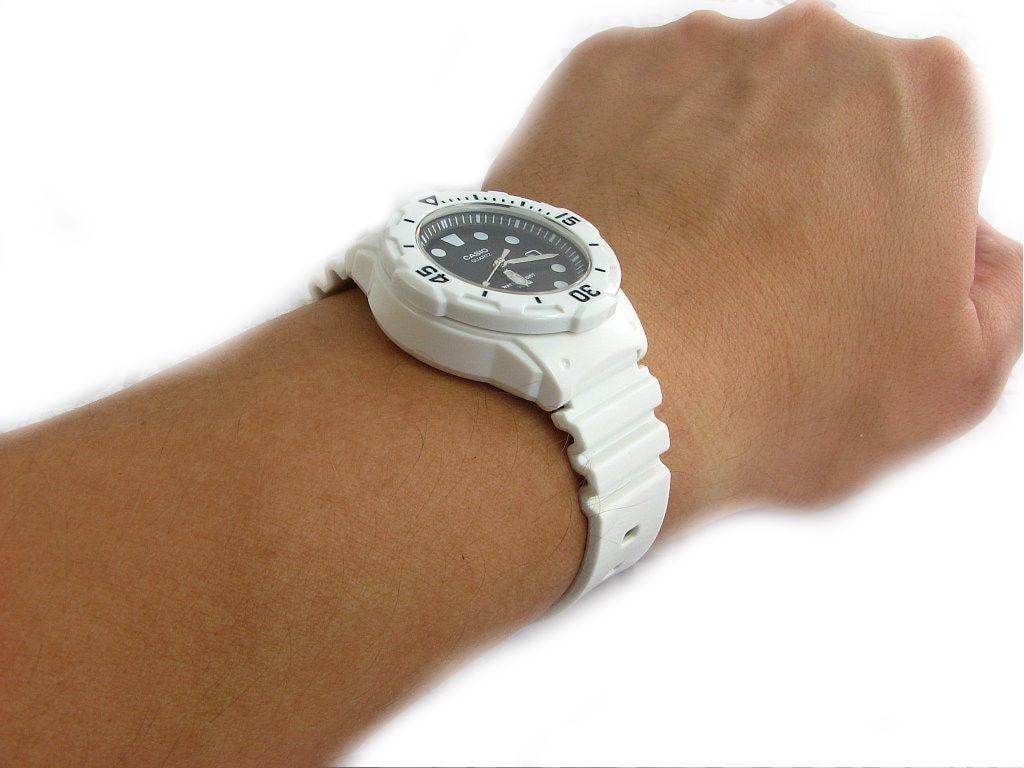 Женские часы Casio LRW-200H-1E Мужские часы Raymond Weil 5588-ST-60001